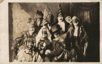 creepy-vintage-halloween-costumes_279578